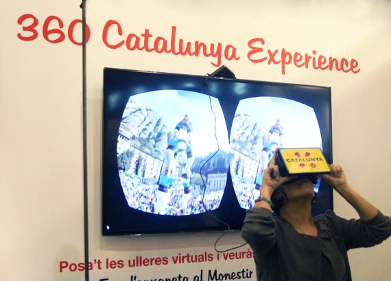 Imagen de un participante disfrutando de la experiencia de la Realidad Augmentada