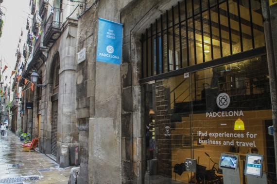 Entrada a la empresa Padcelona en la calle dels Mirallers 9, Barcelona.