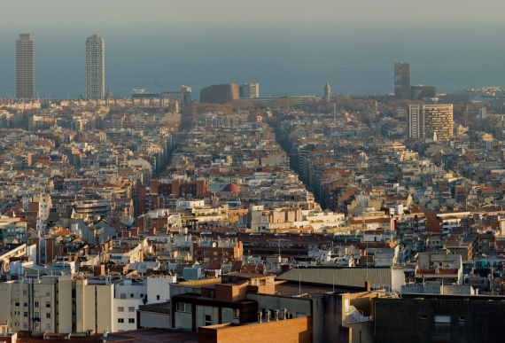 Sección de un panorama de Barcelona tomado desde el parc Güell. Photo by DAVID ILIFF. License: CC-BY-SA 3.0