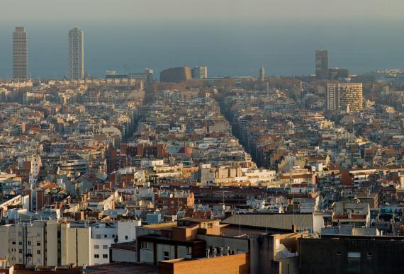 Sección de un panorama de Barcelona tomado desde el parc Güell. Photo by DAVID ILIFF. License: CC-BY-SA 3.0