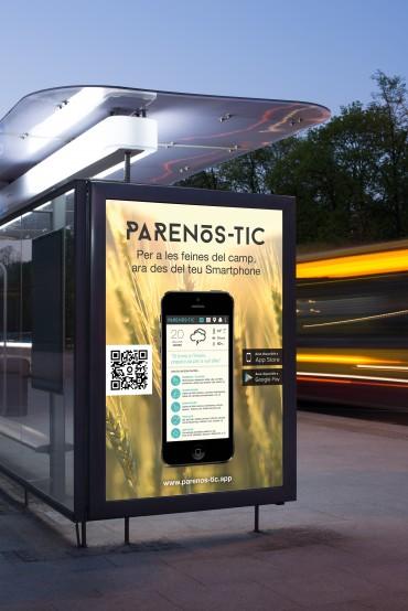 Panel publicitario con la aplicación Parenòs-tic