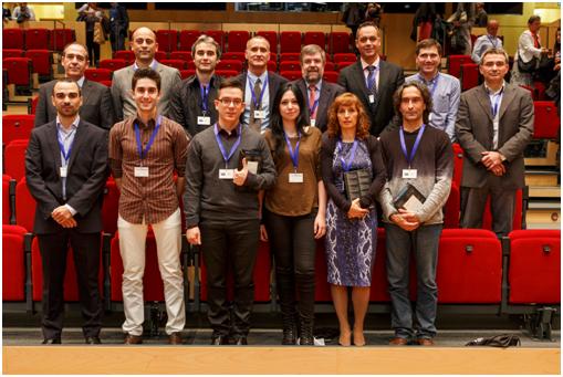 Antònia Lorente junto a todos los finalistas y ganadores de los premios UOC-RMF.