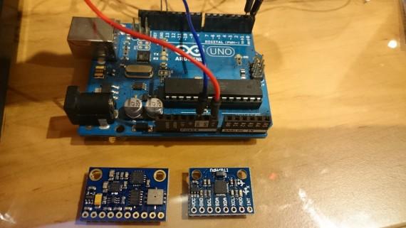 En la imagen podemos ver Arduino UNO en la parte superior, el sensor GY-80 en la parte inferior izquierda y otro sensor MP6050 en la parte inferior derecha.