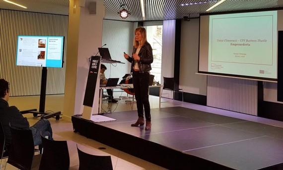 Susana Domingo durante su charla: La unidad de innovación Business Shuttle-UPF y lanzamiento de la serie de nanoMOOCs Emprendedores sin complejos. HackForGood 2016 Barcelona. Foto: Antoni Marín Amatller.