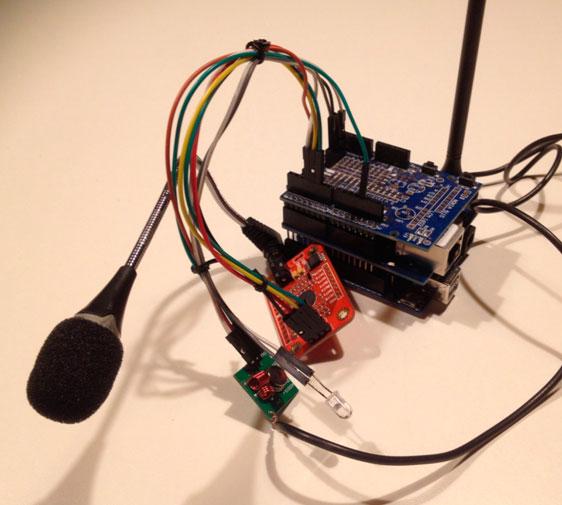 Arduino 1, programación nativa basada en Processing (módulo o Voice V3, emisores IR/RF, módulo de red Ethernet)