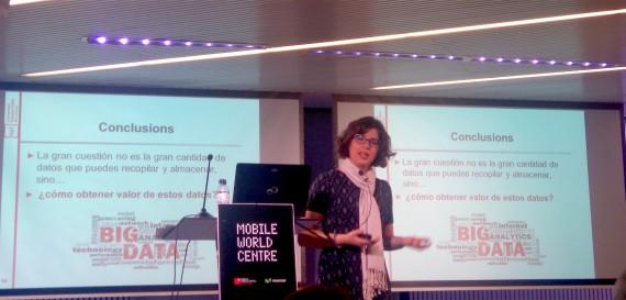 Helena Ramhalinho durante su charla: ¿Qué hago con tantos datos?. HackForGood 2016 Barcelona. Foto: Maria Pérez Ricart.